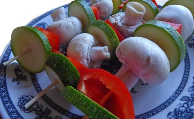 grillspiesse-vegetarisch-zucchini-paprika-pilz