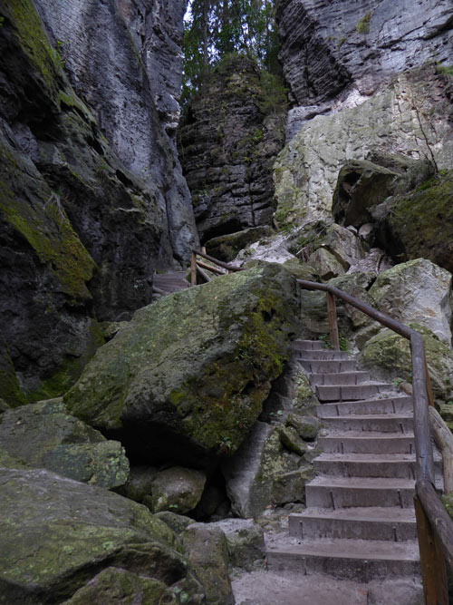 sachsische-schweiz-wandern-aufstieg