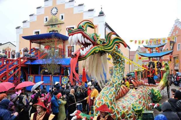 chinesenfasching-dietfurt-faschingsumzug-drache