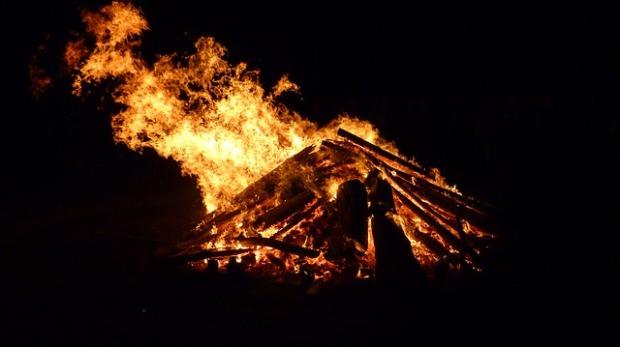 easter-fire-1283925_640.jpg