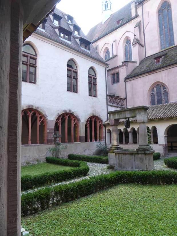 strassburg-Saint-Pierre-le-Jeune-kreuzgang